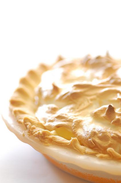 Tarte tatin meringuée au caramel beurre salé